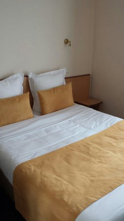 Hotel Eiffel Turenne: Bed
