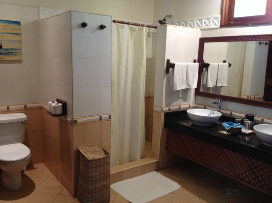 Neptune Palm Beach Boutique Resort & Spa: Bathroom