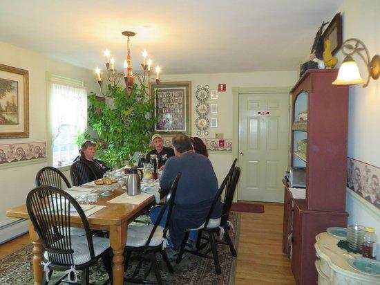 Morning Glory Bed & Breakfast : Breakfast room