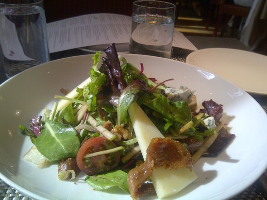 Fig & Olive : Salad with Manchego cheese and figs