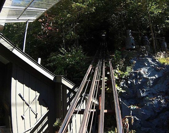 Hillbilly Golf : Looking up the Incline tracks