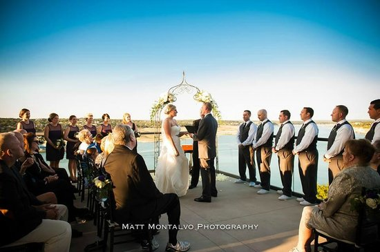Lakeway Resort and Spa : Our ceremony on the terrace