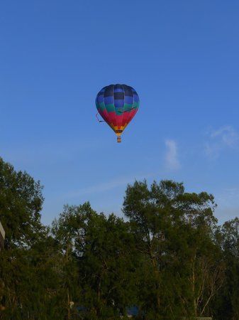 Hermitage Lodge : Balloon over breakfast...