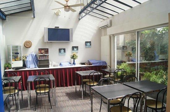 Hotel Moderne : petit déjeuner salle