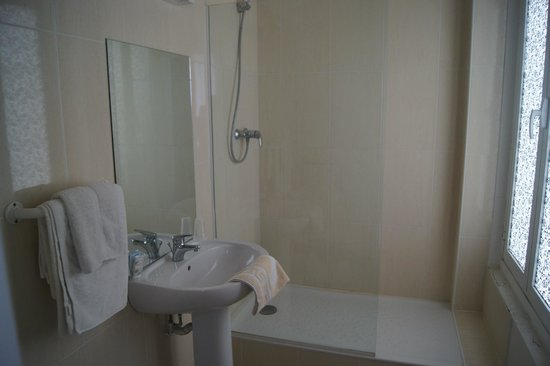 Hotel Moderne : salle de bains