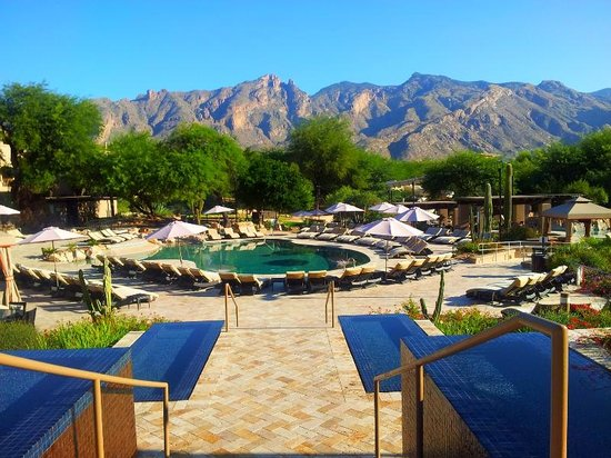 Westin La Paloma Resort and Spa : The newly renovated pools capture the Catalinas with its panoramic view.