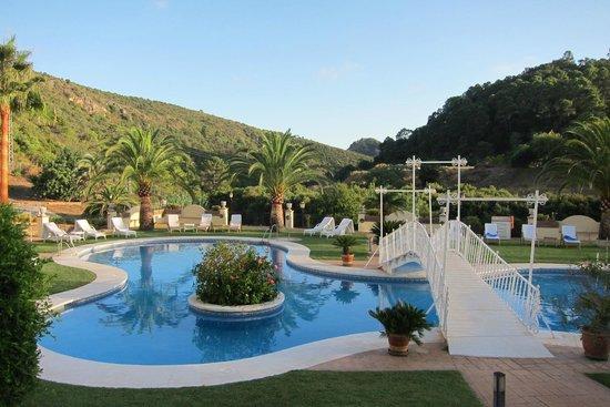 Gran Hotel Benahavis: one of the pools