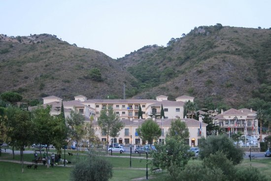 Gran Hotel Benahavis: Hotel from the village