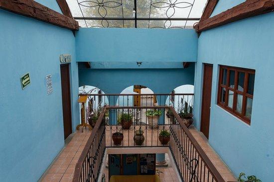 Hotel La Media Luna : El Patio