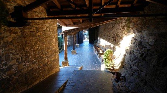 Hotel La Rectoral de Taramundi: Entrada desde recepción