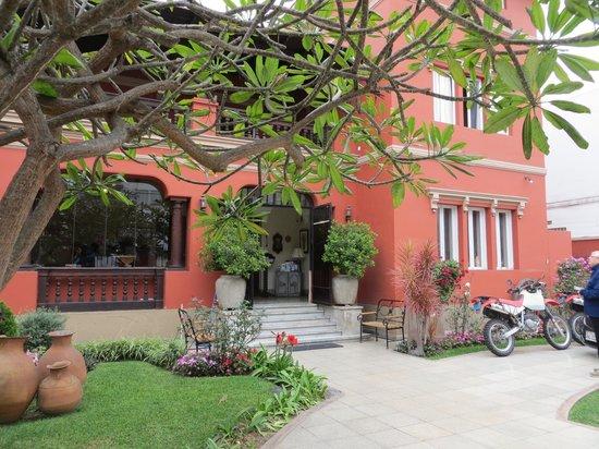 Antigua Miraflores Hotel: Front of hotel