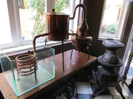 Antigua Miraflores Hotel: Desk in better room