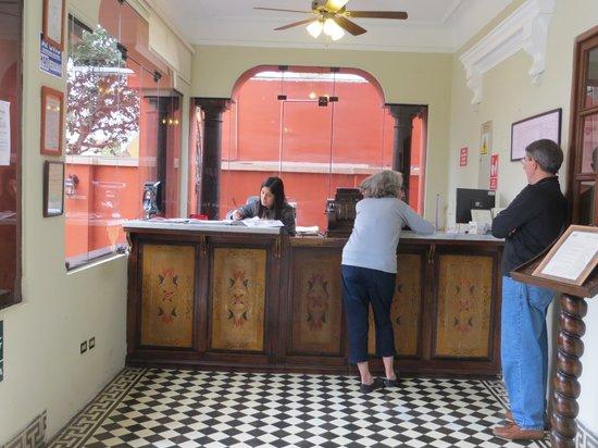 Antigua Miraflores Hotel: Front desk