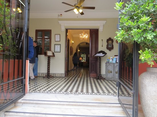 Antigua Miraflores Hotel: Front door entrance