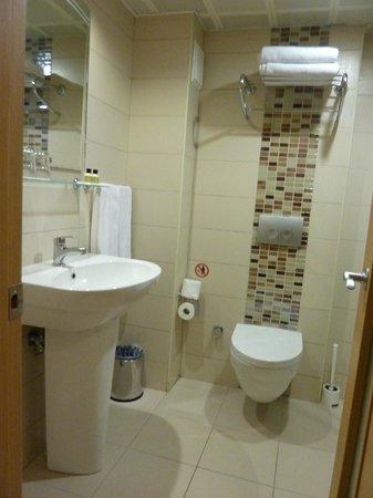 Erboy Hotel: Удобная ванная
