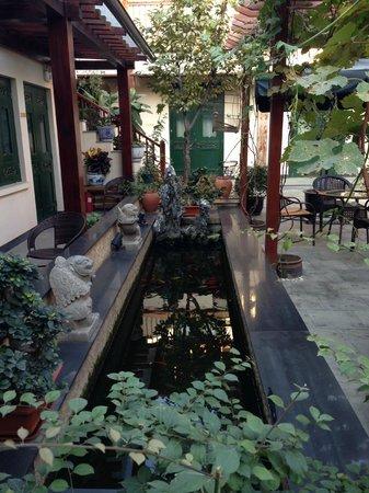 Jingshan Garden Hotel: Courtyard