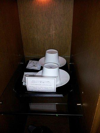 Hotel Nikko Princess Kyoto: Tea in the room. Although no sugar or creamer.