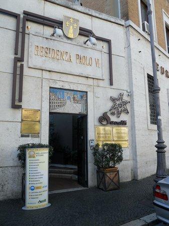 Residenza Paolo VI: The Hotel Entrance