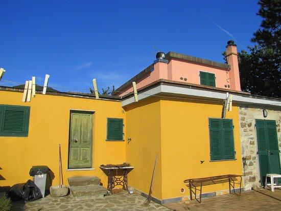 Locanda Valeria : quaint building on the grounds