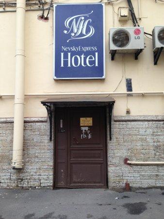 Nevskiy Express Hotel : Hotel entrance
