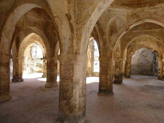 Kilwa Beach Lodge: 15th Century ruins of mosque