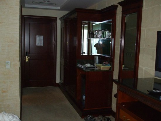 Grand Hotel Gozo : Closet (Superior Room)