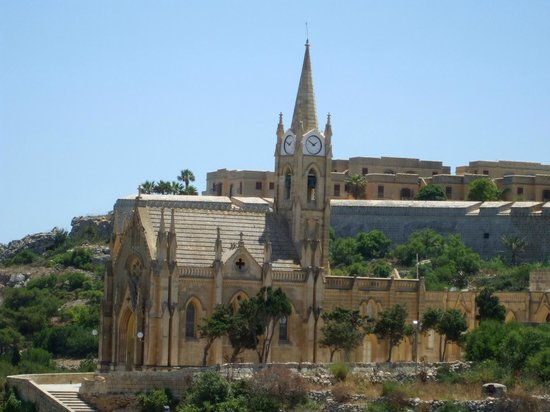 Grand Hotel Gozo: Lourdes Church near Harbour (Balcony View)