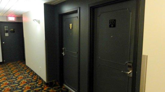 Best Western Plus Hotel Albert Rouyn-Noranda: My room on the second floor