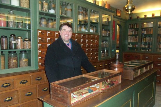Shelburne Museum : visiting the Apothecary Shop