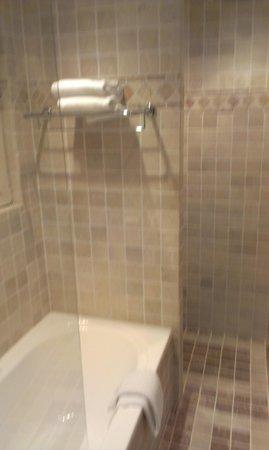 Hotel Martin's Relais : salle de bain de la suite 14