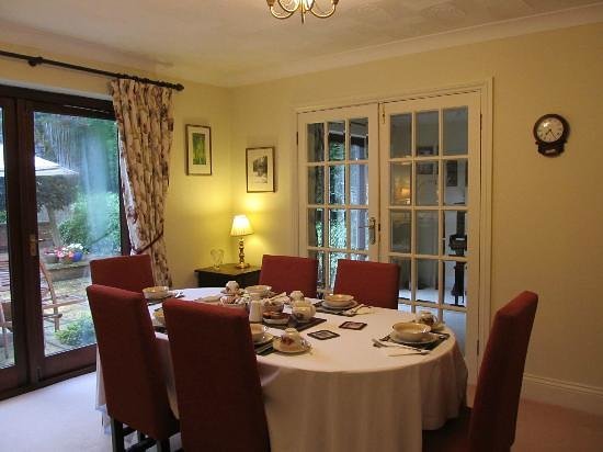 The Claddagh Guest House: Lovely dining room of the Claddagh House