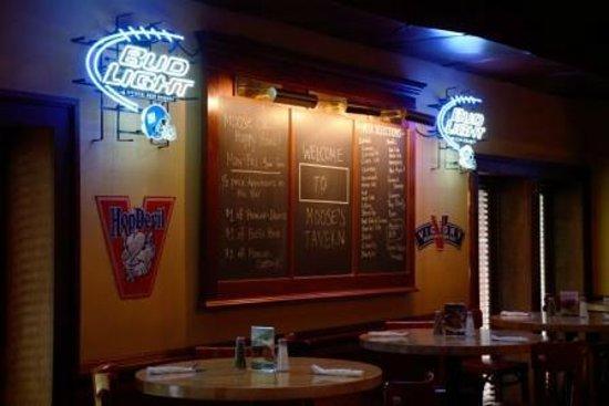 Moose's Tavern: Happy Hour!
