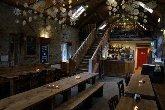 Ben Nevis Inn : Inside