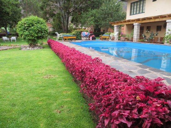 San Agustin Urubamba Hotel: Gardens and pool