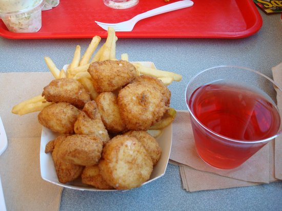 Arnold's Restaurant: Fried scallops and wine