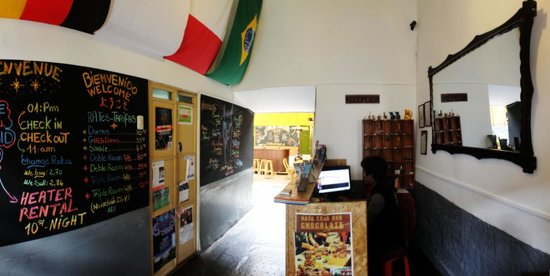 Dragonfly Hostels Cusco: Meet the staff and find great tips in our front desk