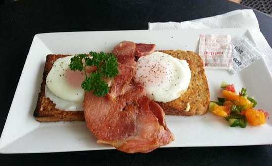 Deli-Licious Cafe Limited: poached eggs & smoked bacon