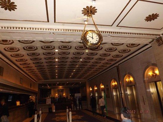 The Roosevelt Hotel: reloj