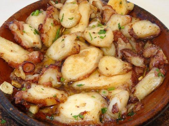 Restaurante O Infante: La exquisita cazuelita de pulpo al ajillo