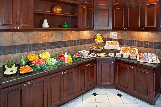 Hilton Garden Inn Toronto/Oakville: Breakfast Area