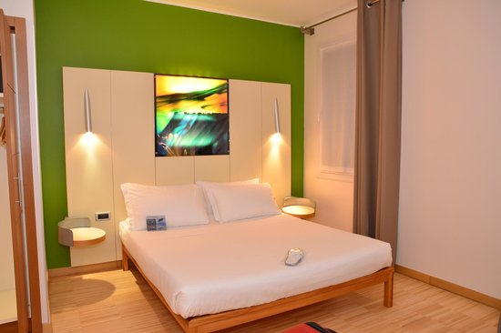 Best Western Hotel Bologna : Spacious and modern room.
