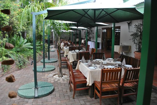 Tzaneen Country Lodge: Terrasse du restaurant