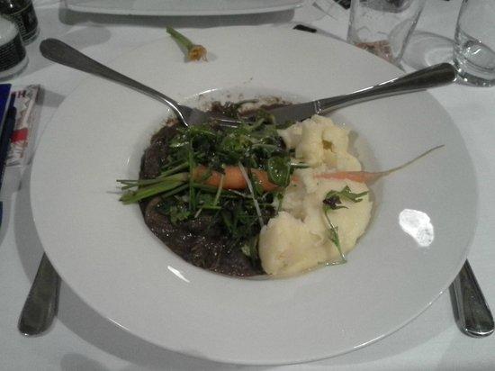 IJ-Kantine: stoofvlees met worteltjes en puree