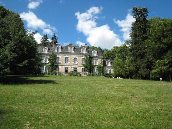 Hotel Château des Tertres : Vue du château depuis le parc