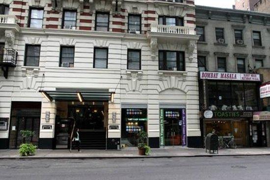 Radio City Apartments : Hotel with NYC Yogurt & Toasties right next door