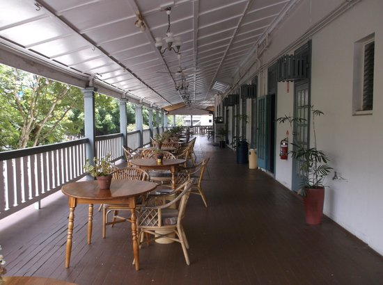 Hides Hotel Cairns: verandah for breakfast
