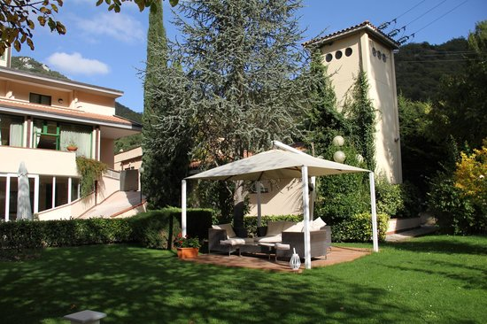 Guesia Village Hotel and Spa: il giardino dell'hotel