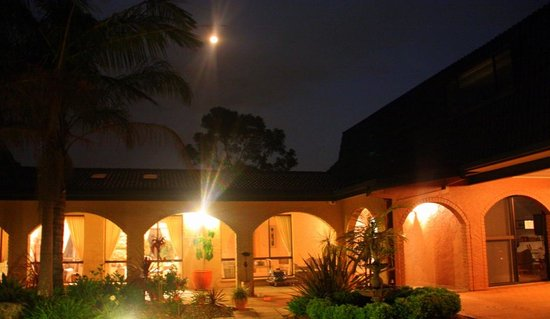 Batemans Bay Manor - Bed and Breakfast: A lovely spot on a quiet night