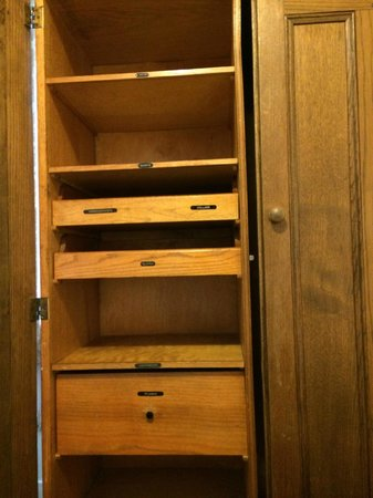The George and Dragon: amazing old wardrobe