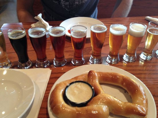 Blue Mountain Brewery: Beer sampler with a pretzel